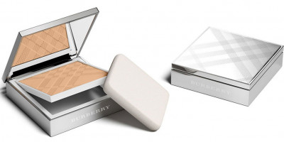 Burberry Cosmetics Bright Glow Compact Foundation